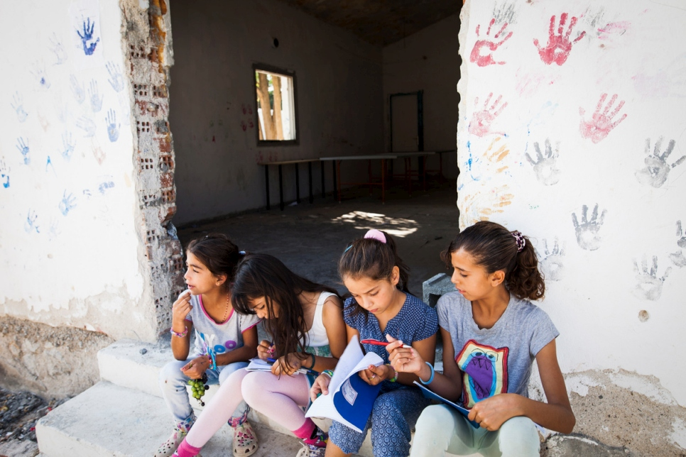 UNHCR, IOM and partners launch new plan to respond to Europe's refugee and migrant situation