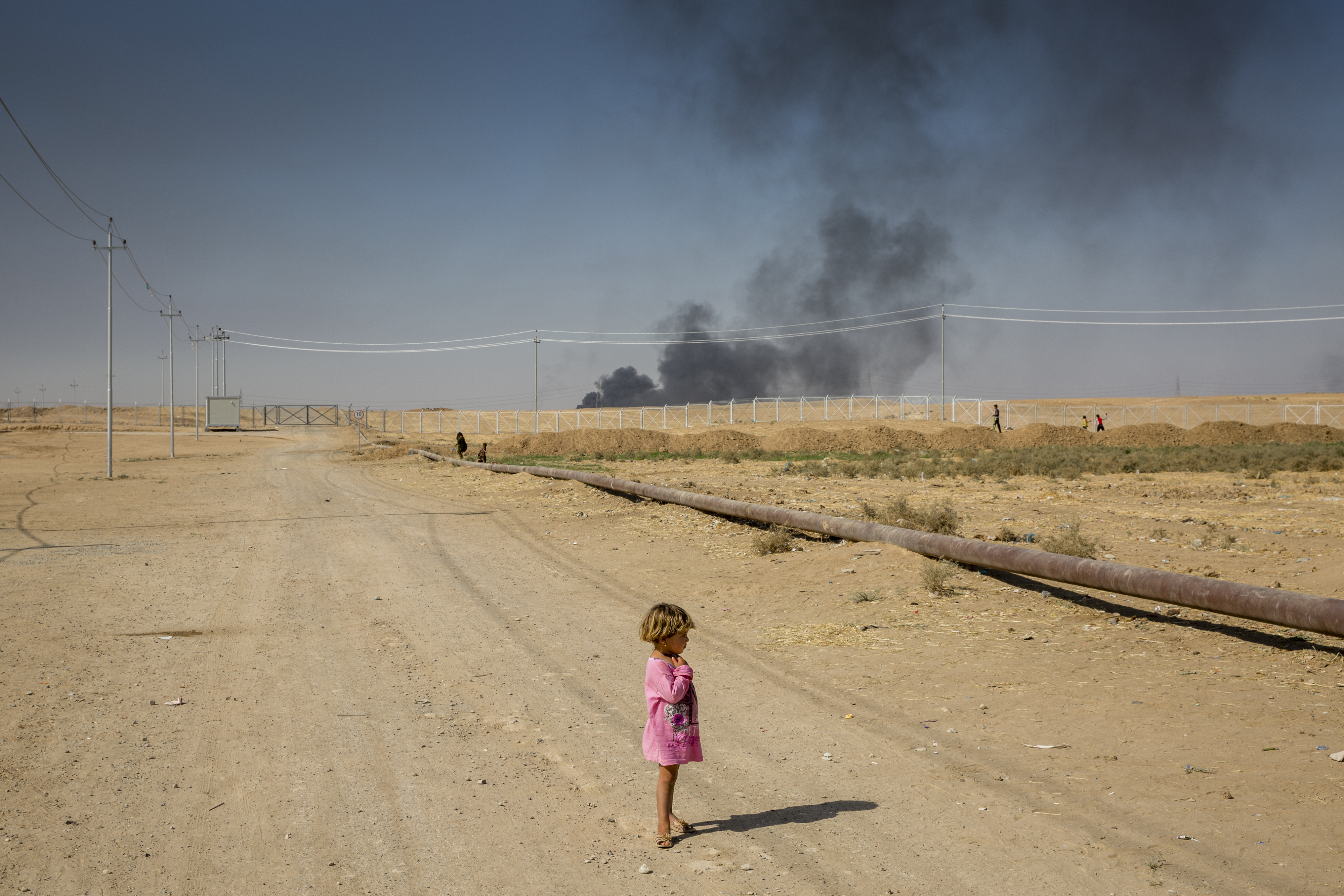 A displaced child stands on the edge of Debaga camp in the Kurdistan Region of Iraq. The camp lies just 40 kilometres from the front line in the military push to retake Mosul. © UNHCR/Ivor Prickett