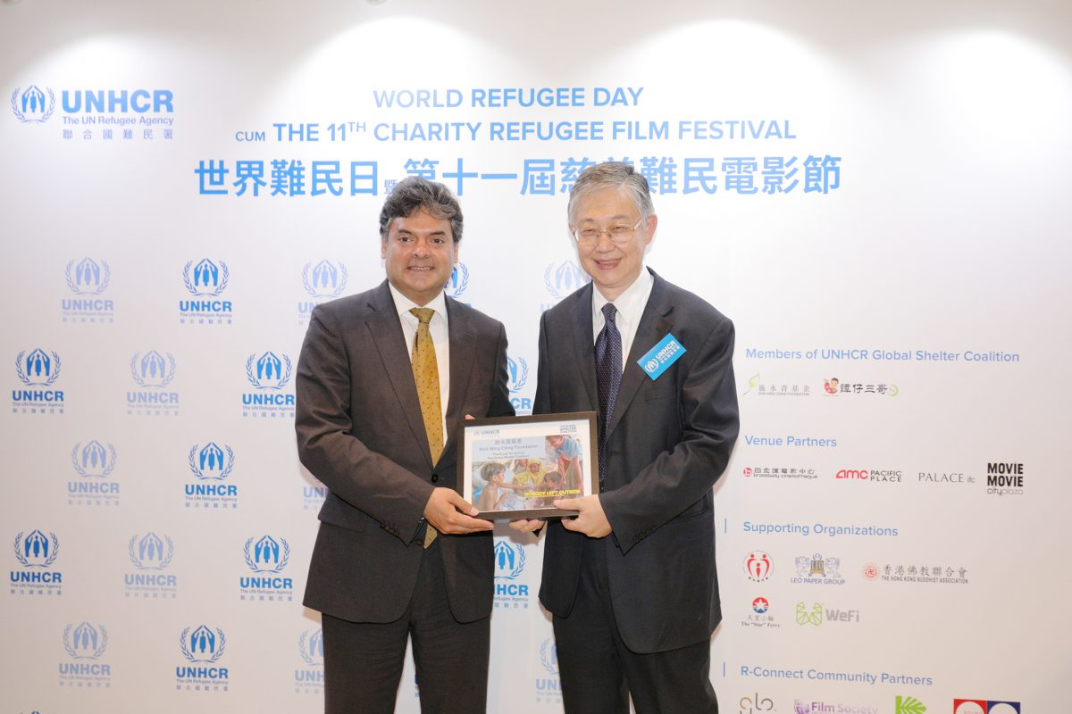 Mr. Sivanka Dhanapala, UNHCR Representative in China (left) thanks Mr. Shih to attend the premiere of the Refugee Film Festival.