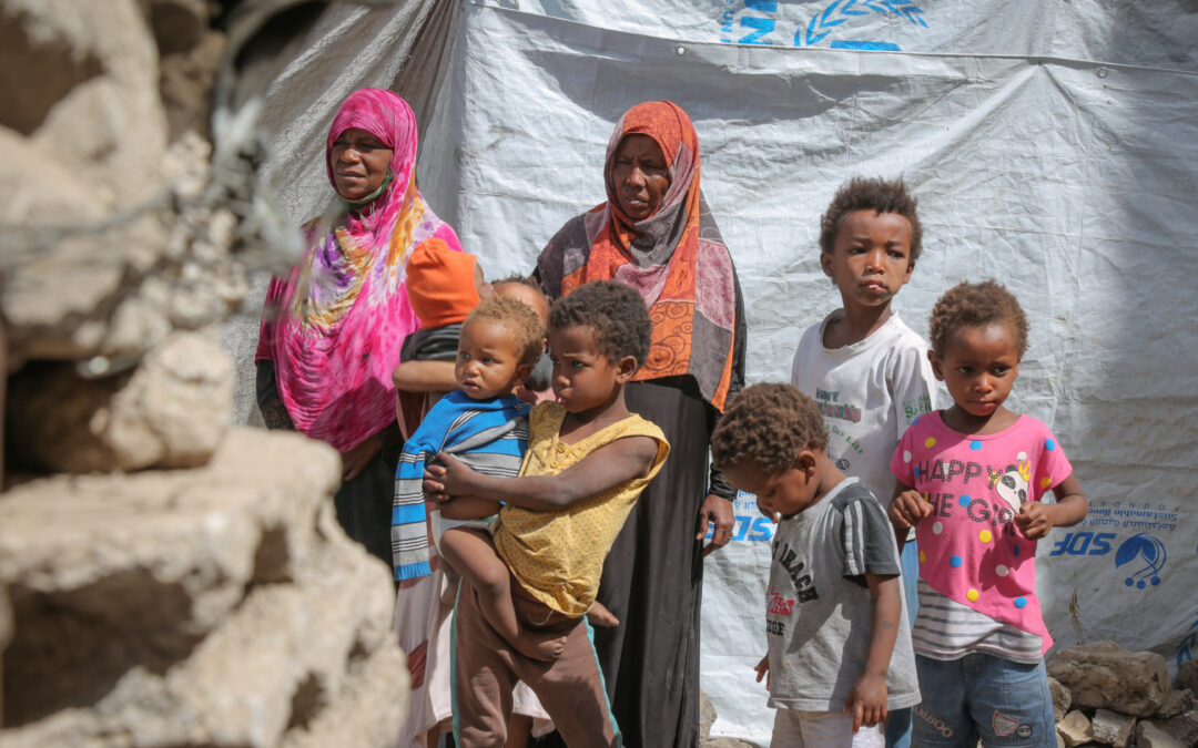 Displaced Yemenis flee clashes, face imminent risk of hunger