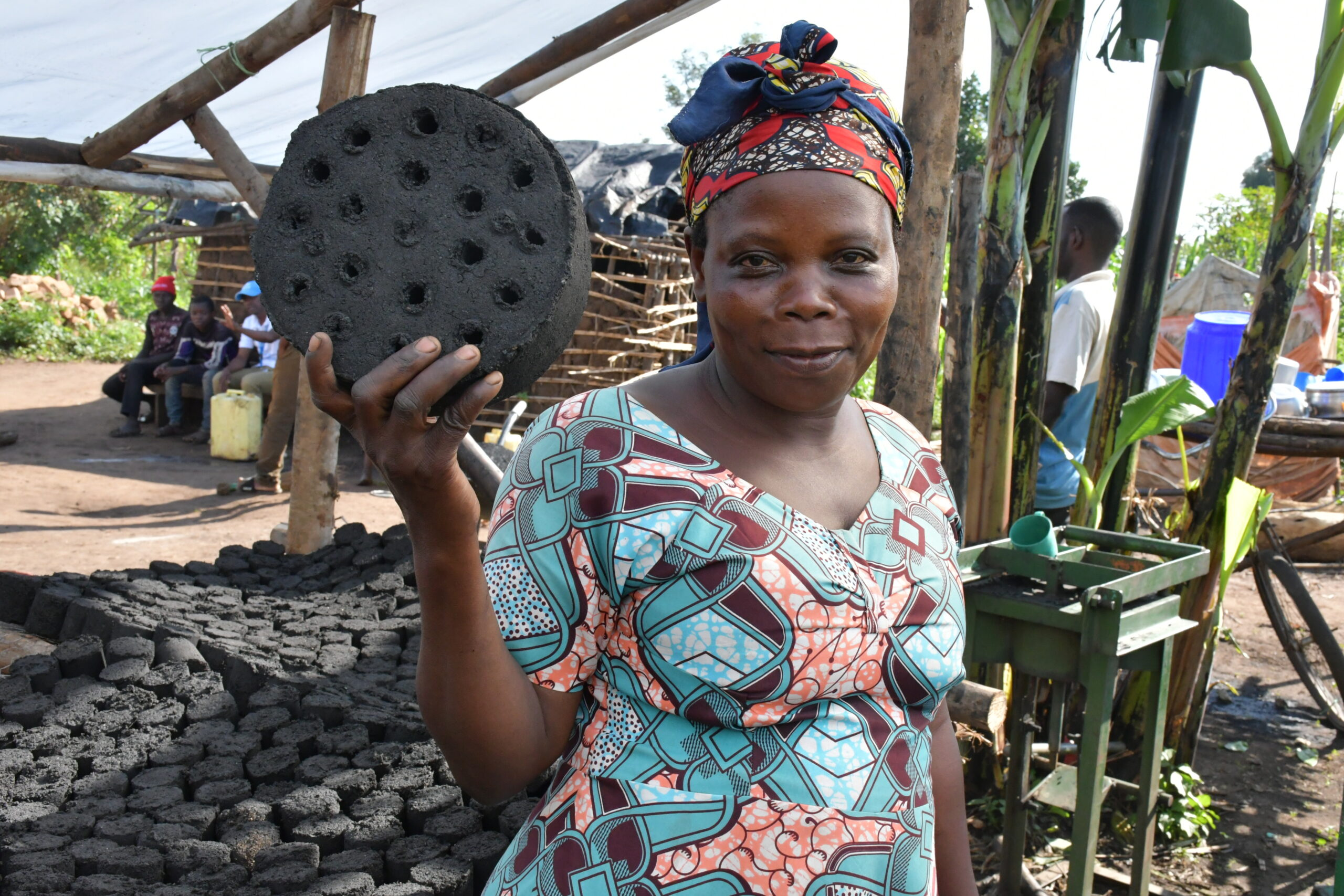 The briquette are made of recyclable agriculture waste and are not only affordable and long lasting but also environment friendly. © UNHCR/Duniya Aslam Khan