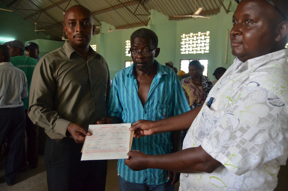 Thomas Nguli, Makonde Chaiman receives his birth certificate. Mzee Nguli as he is popularly known among his community was among those who received his birth certificate today. Born in 1957 to Makonde parents in Kenya, he never thought this day would come. © UNHCR/Wanja Munaita