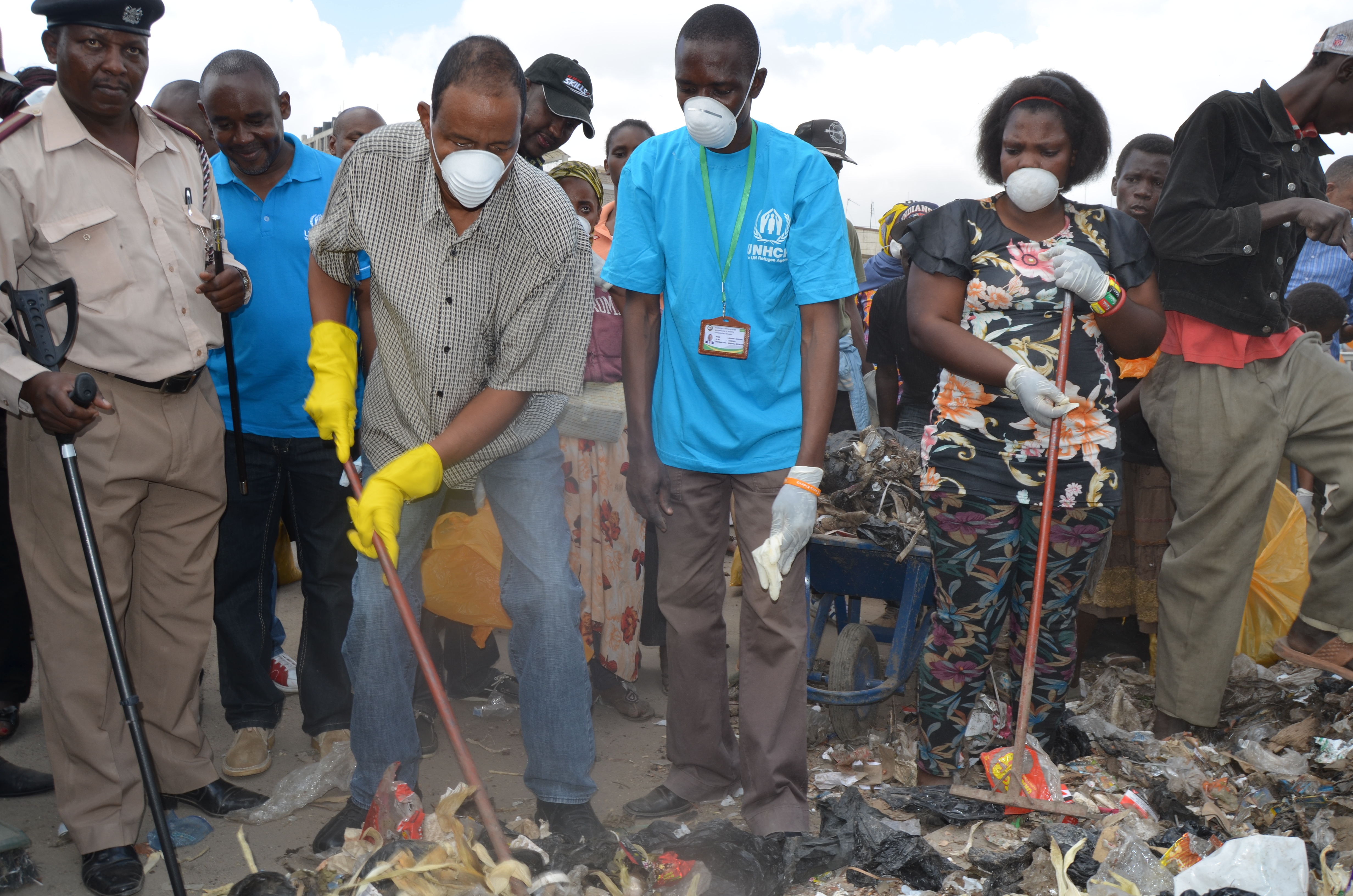 Hundreds Join UNHCR Eastleigh Clean-Up Exercise