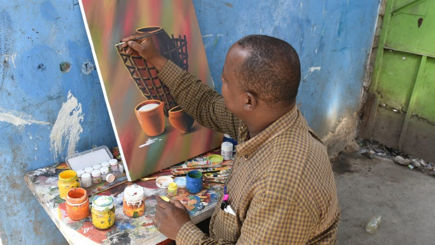 Somali refugee uses his artistic skills to earn a living