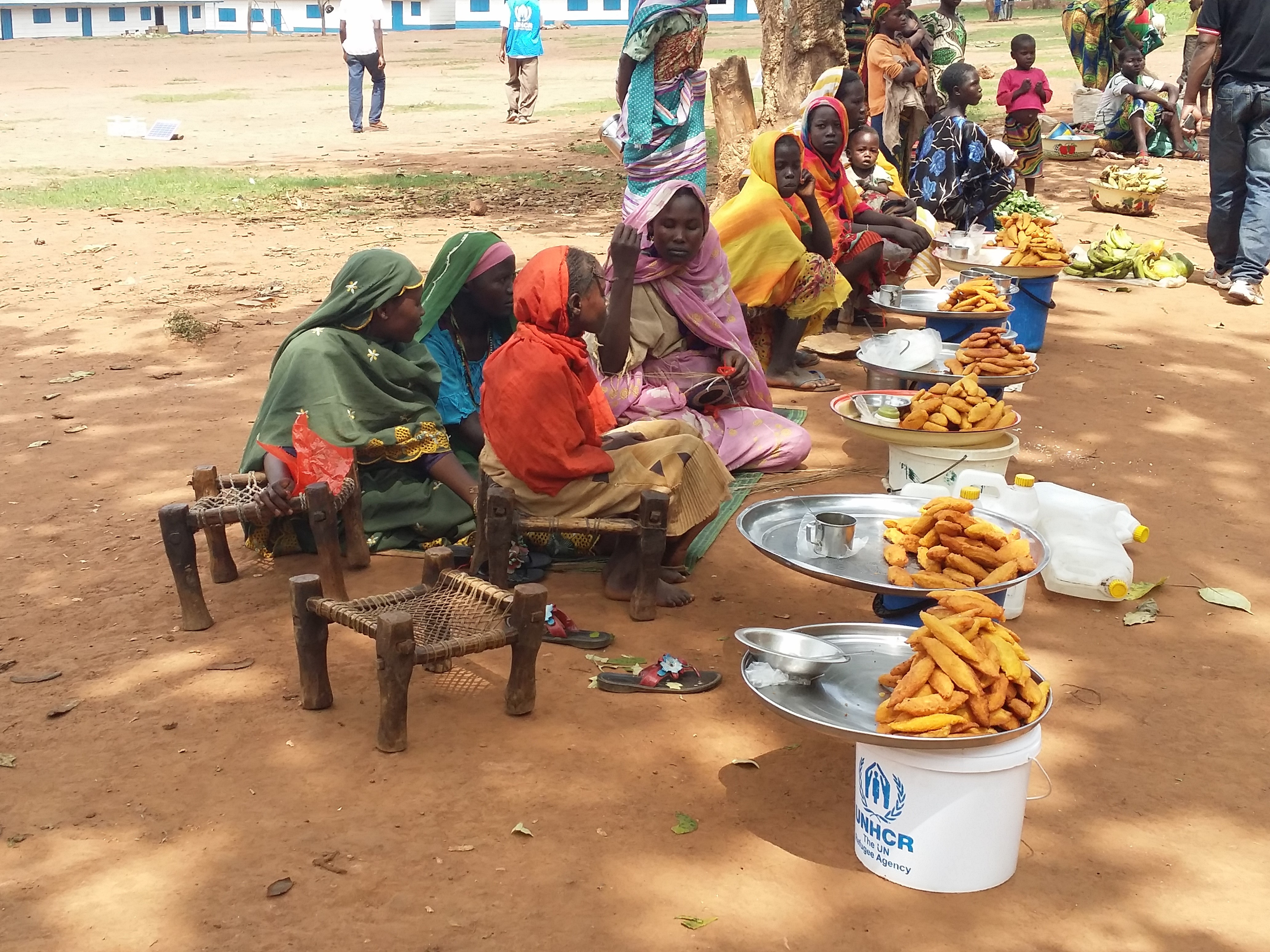 Sudanese refugee women selling food in UNHCR refugee camp in Bambari, Central African Republic  /UNHCR/Lisa van Hogerlinden
