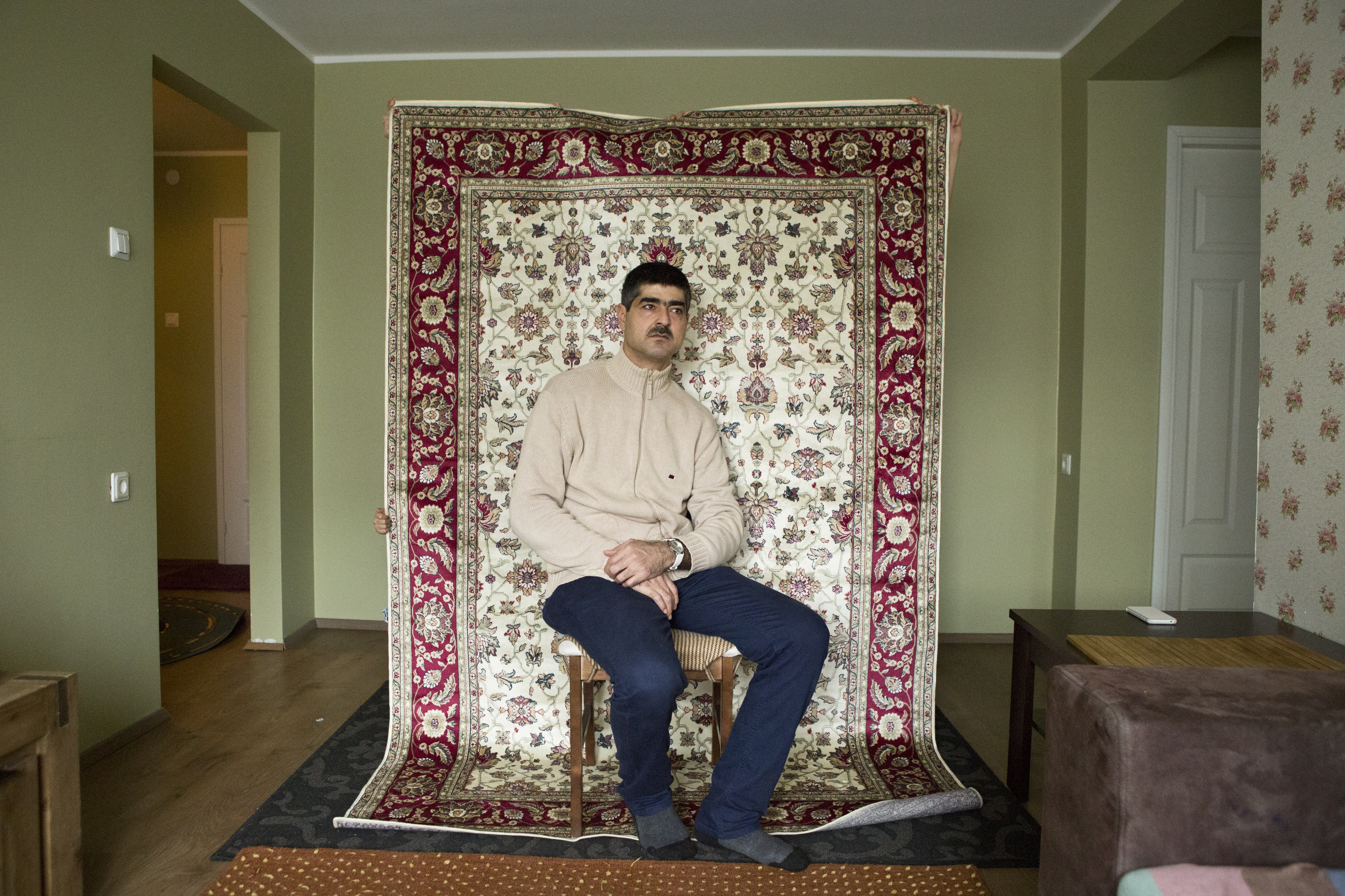 The family appreciates the interior décor characteristic of their homeland. Patterned carpets are their favourites.