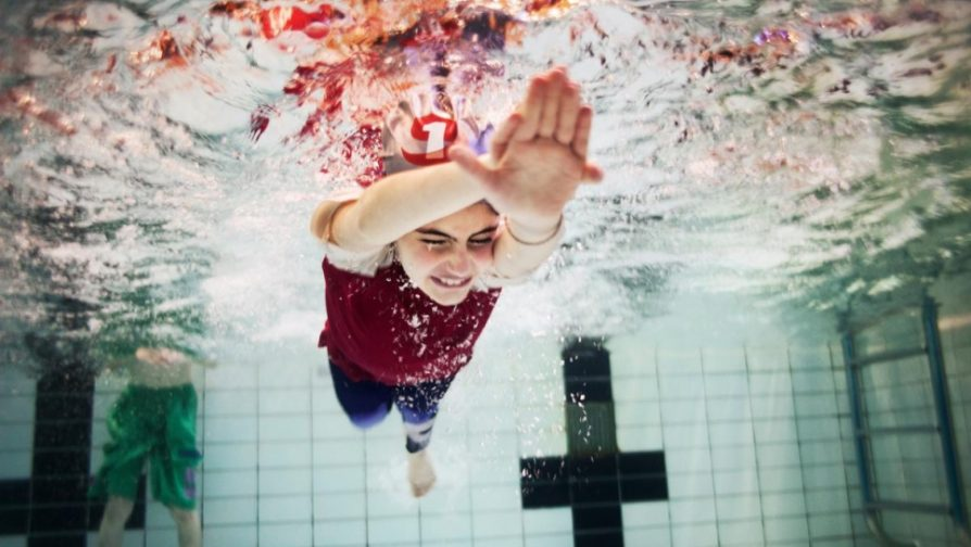 Taking the plunge: Swimming lessons help integration in Norway