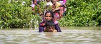 Up to 15,000 refugees stranded near Bangladesh-Myanmar border