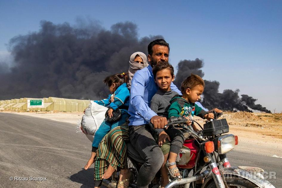 Syria. Displaced family flees bombardment of Ras a-Ain