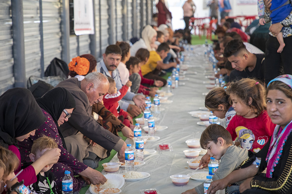Iraq. Refugees having a hot meal supplied by UNHCR and its partners