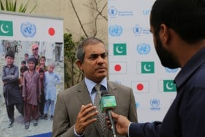 UNHCR Representative in Pakistan, Mr. Indrika Ratwatte talking to media about Japan's contribution to UNHCR on Wednesday. (c) UNHCR/Q.K.Afridi