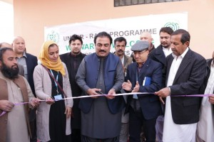 Balochistan's Provincial Minister for Health, Rahmat Saleh Baloch cutting the ceremonial ribbon for the basic maternal and child health care unit in Quetta. Dinesh Shrestha, Head of UNHCR's office in Quetta is also present at the occasion.