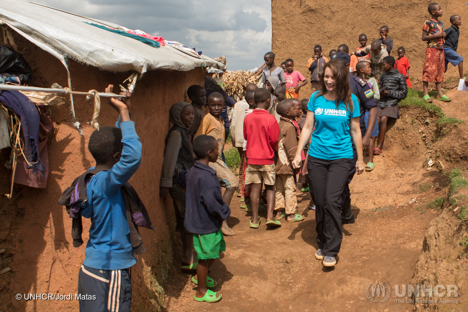 UNHCR Goodwill Ambassador Kristin Davis visits Gihembe refugee camp. There are over 12,995 refugees in Gihembe camp of whom 97% are Congolese. Most of the people here have been refugees for 20 years and are survivors of the Mudende camp massacre. ; UNHCR High Profile Supporter Kristin Davis meets refugees in Rwanda