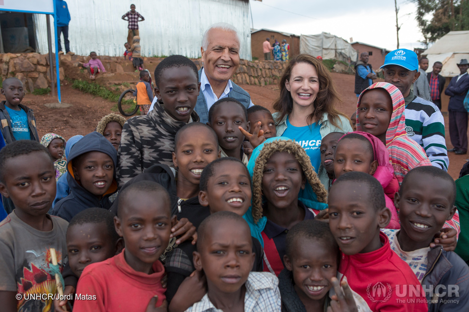 hollywood actress kristin davis visits refugees hosted in