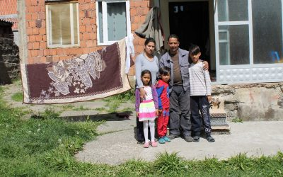 UNHCR helps a child in Gjakovë/Đakovica to be able to attend school