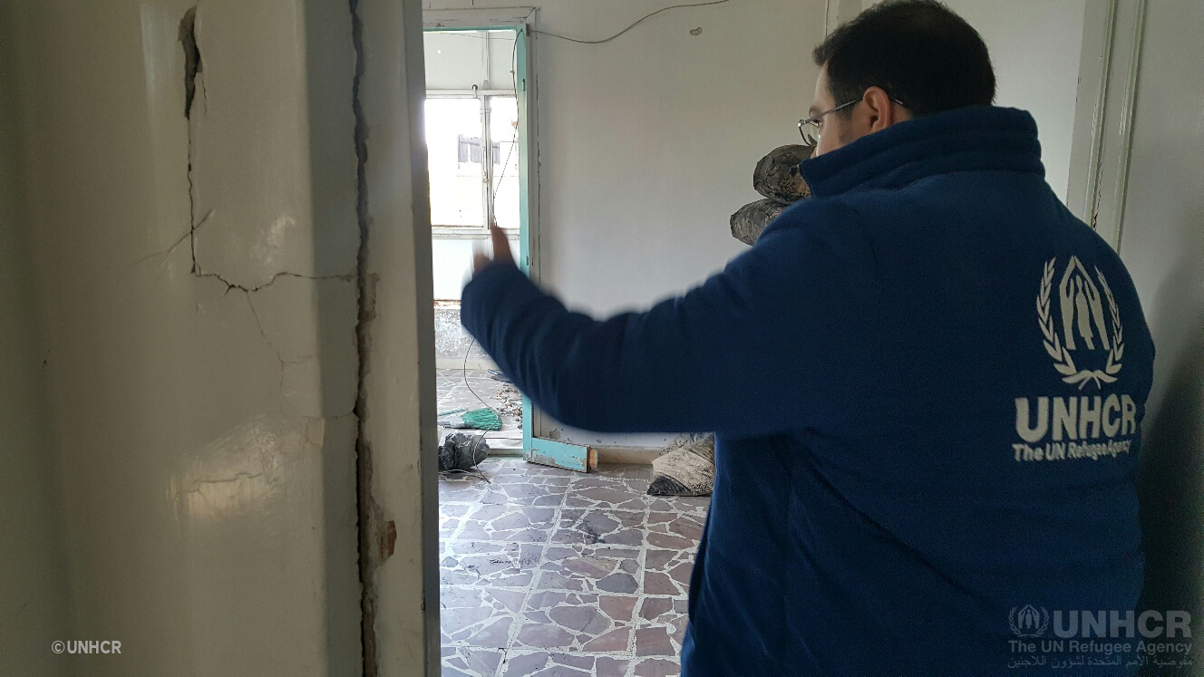 UNHCR winter assistant help prepare rooms in damaged buildings