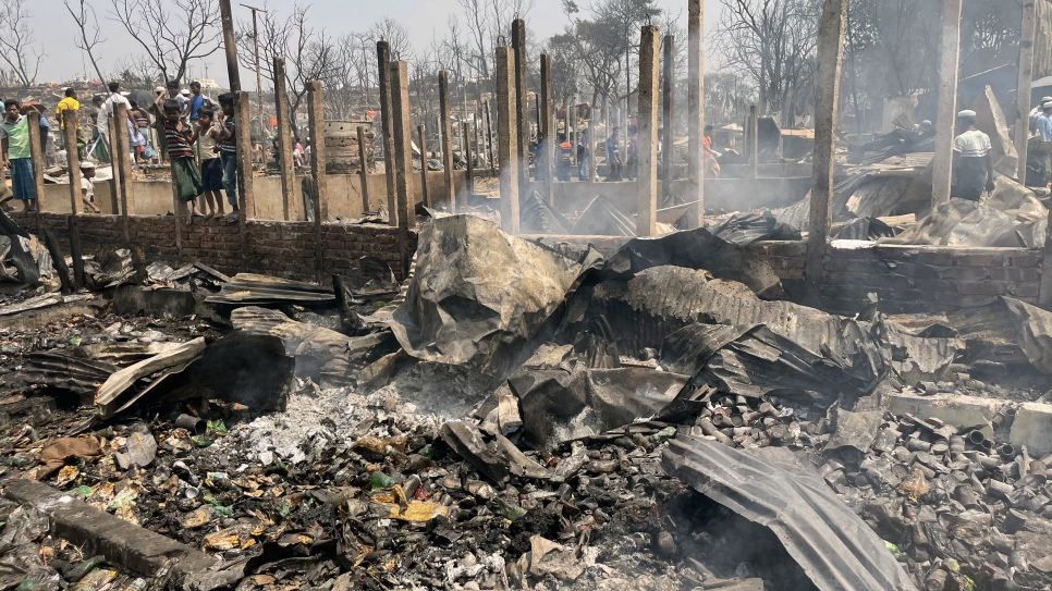 The massive fire that spread through Kutupalong refugee camp on 22 March destroyed over 9,500 shelters and left some 45,000 Rohingya refugees homeless. © UNHCR/Louise Donovan