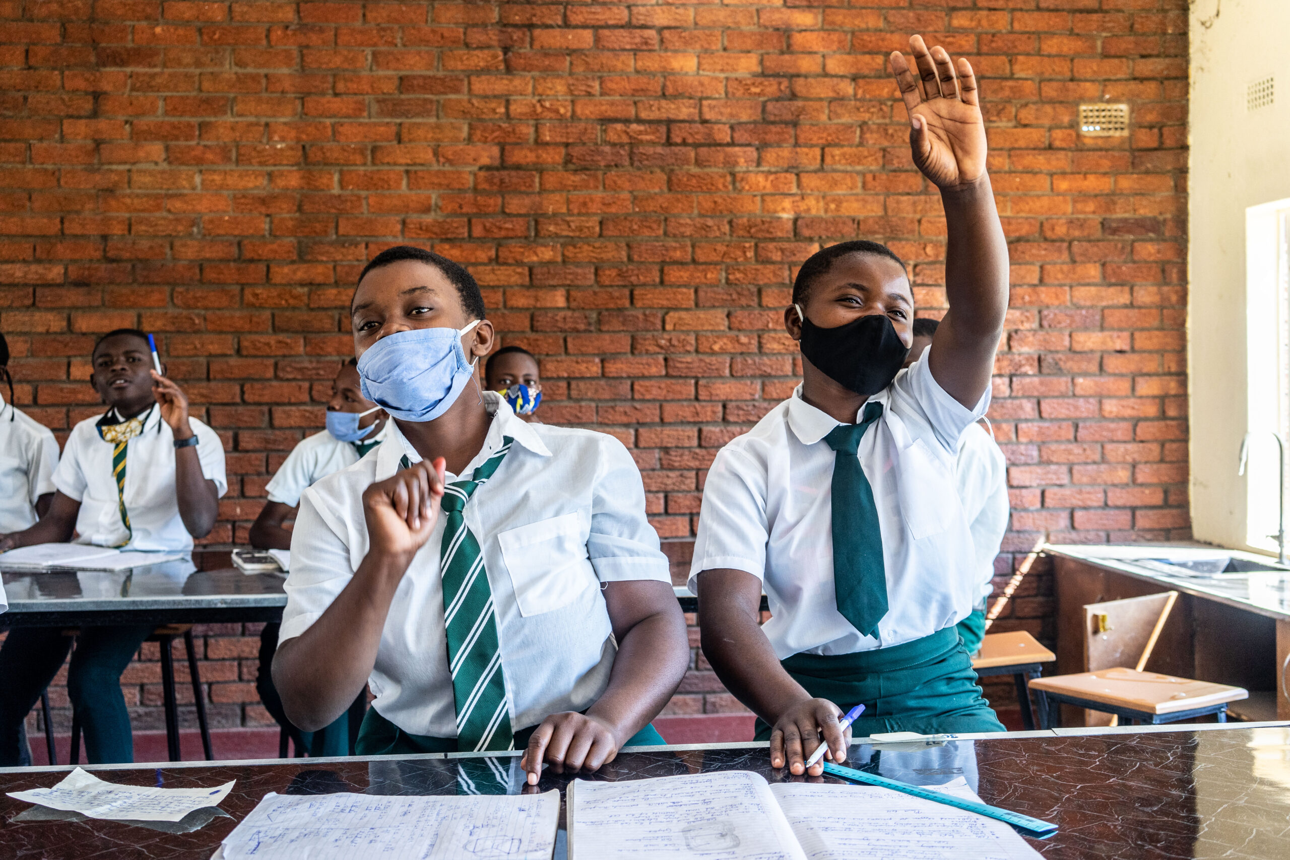 Students attend a science lesson at St. Michaels secondary school in Tongogara Refugee Camp in Chipinge, Zimbabwe, on 26 April 2021.   © UNHCR/Zinyange Auntony