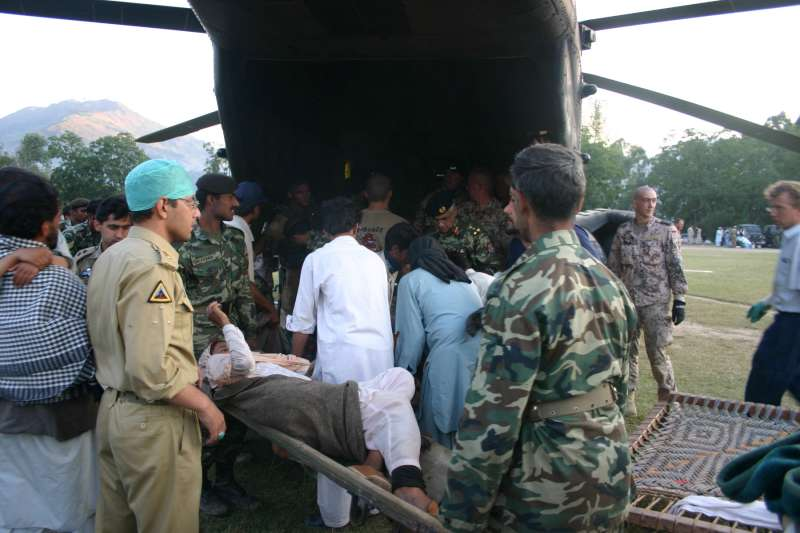 With the help of Pakistani military personnel, injured survivors […]