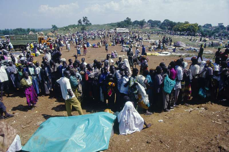 Newly transferred refugees arrive at Kiryondongo.