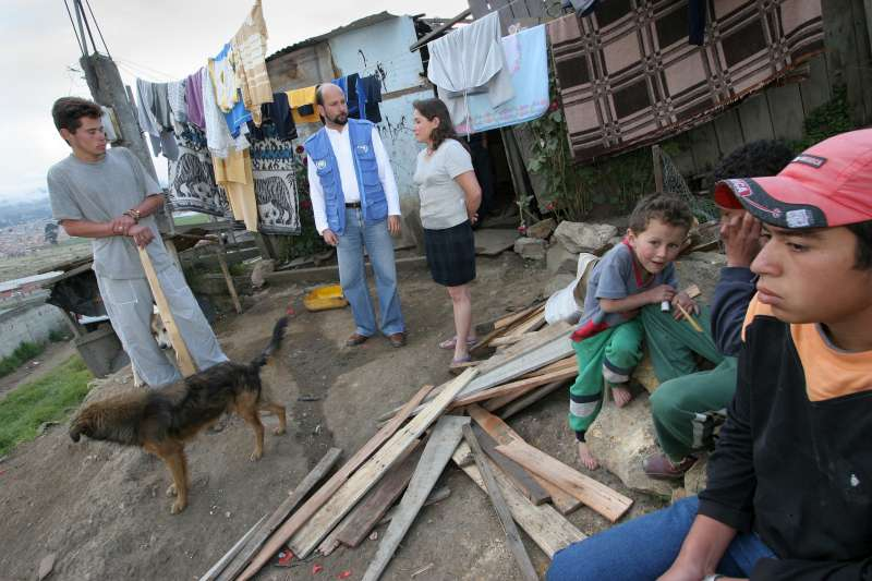 An internally displaced Colombian family talk to a UNHCR protection officer in Los Altos de la Florida, near Bogota.
