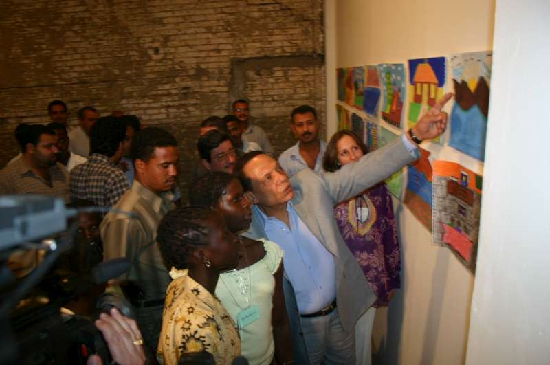 UNHCR Goodwill Ambassador Adel Imam appreciating the works of a group of refugee girls at the opening of the WRD 2005 art exhibition at the Townhouse Gallery in Egypt.