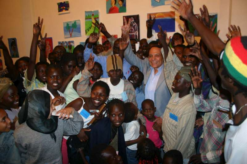 UNHCR Goodwill Ambassador Adel Imam with all the participating refugee children in the art exhibition.