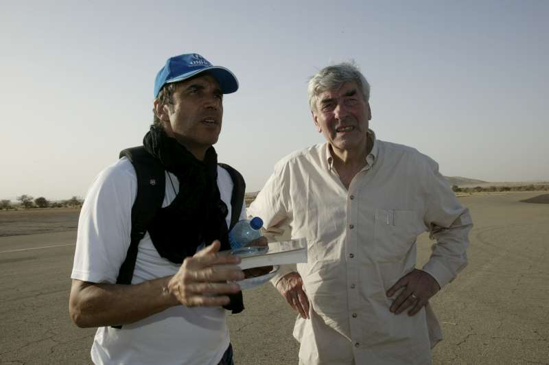 UNHCR Goodwill Ambassador Julien Clerc talks with the UN High Commissioner for Refugees, Ruud Lubbers, in Abéché, eastern Chad. March 2, 2004.