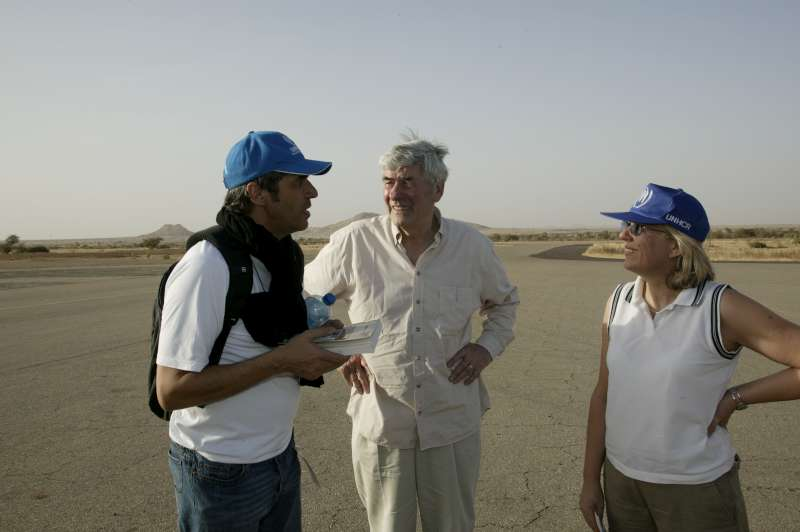UNHCR Goodwill Ambassador Julien Clerc discusses the refugee situation with the UN High Commissioner for Refugees, Ruud Lubbers, and another UNHCR official in Abéché, eastern Chad. March 2, 2004.