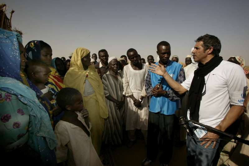 UNHCR Goodwill Ambassador Julien Clerc meets with Sudanese refugees at the temporary site of Mahamata, eastern Chad. March 2, 2004.