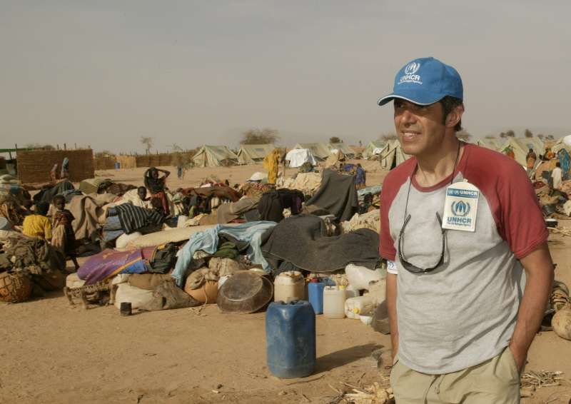 In Kounoungo camp, UNHCR Goodwill Ambassador Julien Clerc witnesses the arrival of a convoy with Sudanese refugees from a temporary site in the volatile border area on March 3, 2004.