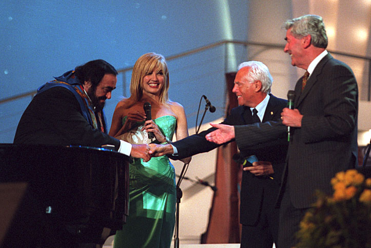 Maestro Luciano Pavarotti on stage with Milly Carlocci, UNHCR […]