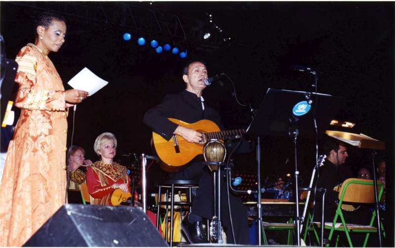 UNHCR Goodwill Ambassador George Dalaras and Afro-American jazz and blues singer Jocelyn Smith mark UNHCR's 50th Anniversary and the first World Refugee Day with a concert in June 2001 at the ancient stadium in Delphi.