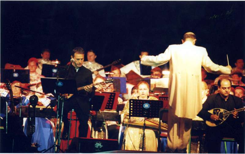 UNHCR Goodwill Ambassador George Dalaras performs with the Ossipov Russian Orchestra at UNHCR's 50th Anniversary concert in the ancient stadium at Delphi. Nicolai Kalinin conducts.