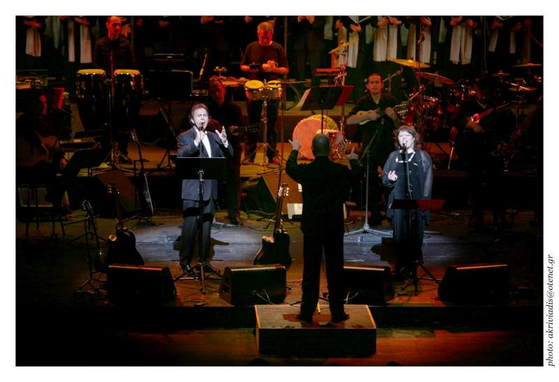 Goodwill Ambassador George Dalaras sings at UNHCR benefit concert in Athens on January 30, 2007 with guest singer Martha Molereon from Mexico.