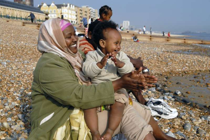U.K. / An Oromo family, who came to the UK in 2006 as refugees from Ethiopia under the Gateway Protection Programme, visit the seaside in Brighton where they have been resettled. The GPP is the UK refugee resettlement programme implemented by the UNHCR and the UK Government Home Office. In autumn 2006 eighty refugees from Ethiopia, many of whom had been living in Kakuma camp in northern Kenya, were resettled in Brighton on the south coast of England. / UNHCR / H. Davies / 2007