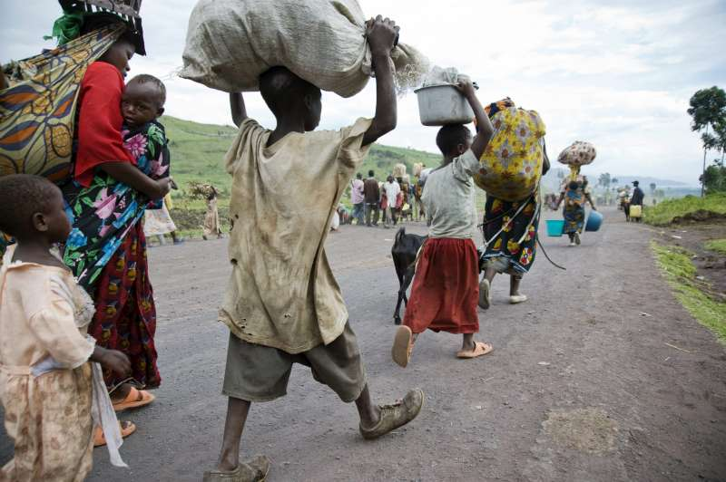 Democratic Repubic of Congo ( DRC ) / Thousands flee the IDP site and surrounding area in Kibati, north Kivu, Democratic Republic of Congo (DRC) on Friday, November 7, 2008.  Gunfire was heard near the IDP site causing a panic leaving a steady stream of IDPs heading south towards the provincial capital Goma.