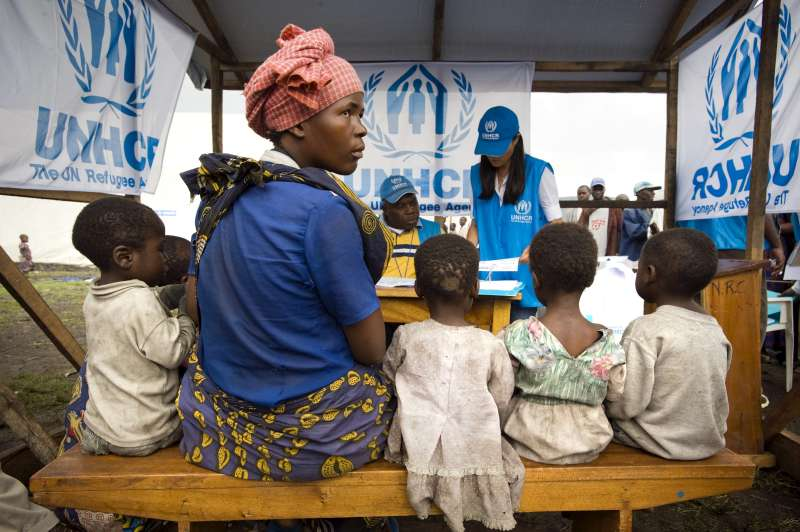 A UNHCR staff member registers a displaced family so that they can move from Kibati IDP site to the Mugunga 1 site in North Kivu province, Democratic Republic of the Congo.