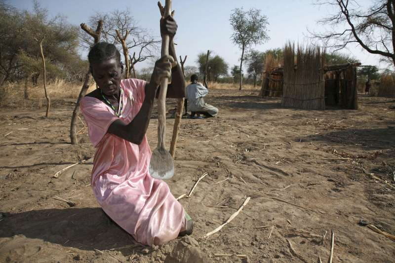 Sudanese returnees in Nyamlell, South Sudan, start rebuilding their homes after years in exile.