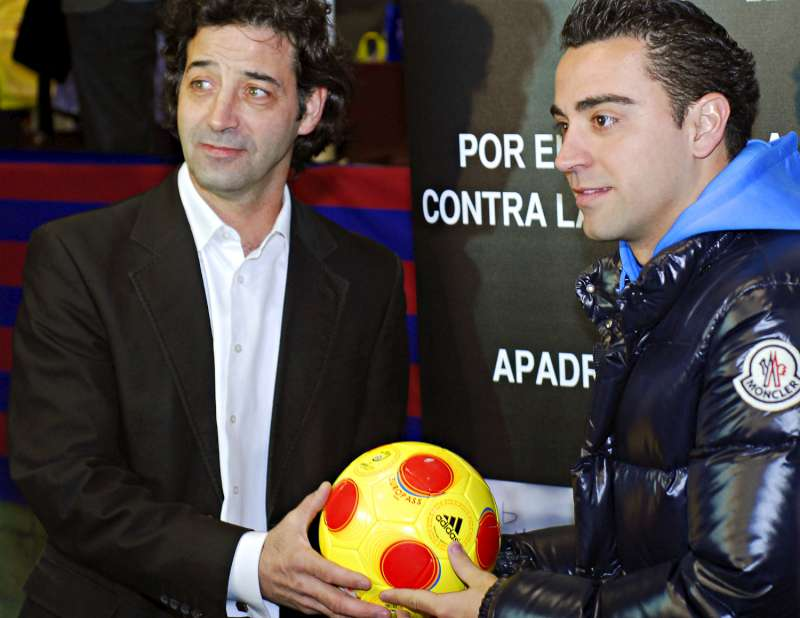 hcr xavi star du football espagnol aide les r fugi s en afrique. Black Bedroom Furniture Sets. Home Design Ideas