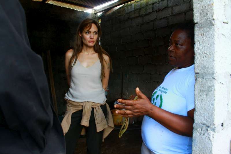 UNHCR Goodwill Ambassador Angelina Jolie first met this woman eight years ago, shortly after the resilient mother of 12 had fled conflict in her native Colombia to start a new life in Ecuador. When Jolie heard that her friend was fighting cancer and dealing with other problems, she decided to pay her another visit.