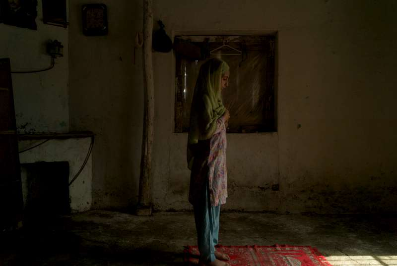 unhcr   pakistan faces further flooding as unhcr works to aid displaced ten year old naida prays in the water damaged sitting room of her familys