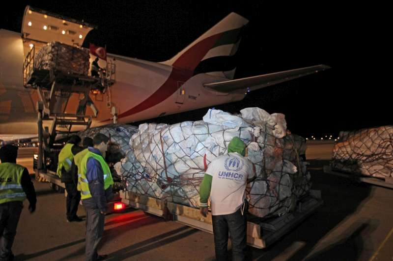 On February 26, UNHCR airlifted tonnes of humanitarian aid to Tunisia.