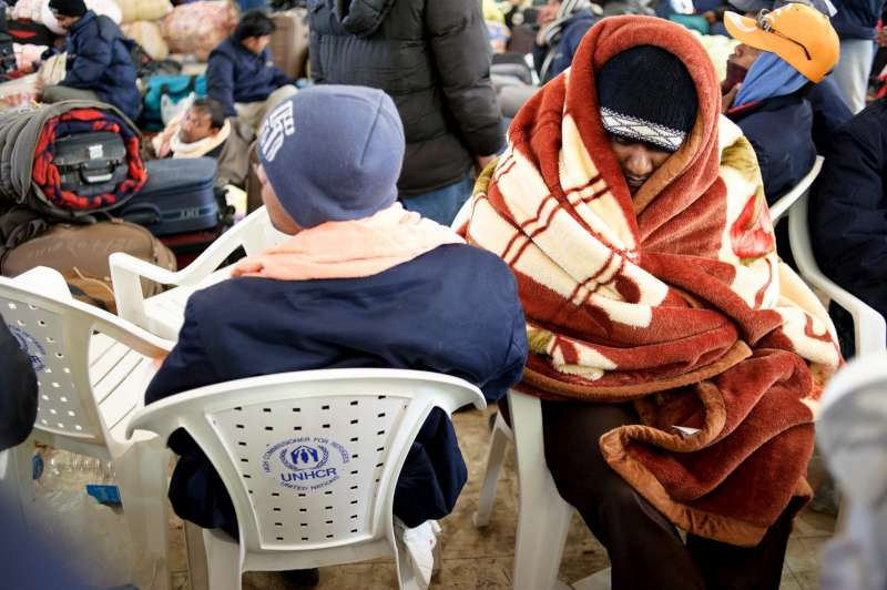 UNHCR is providing blankets and chairs to people waiting to enter Egypt at Sallum.