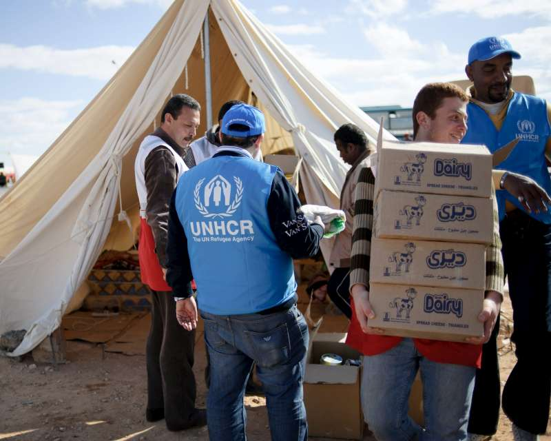 UNHCR staff at Sallum in Egypt provide meals for stranded people, as well as milk and nappies for babies.