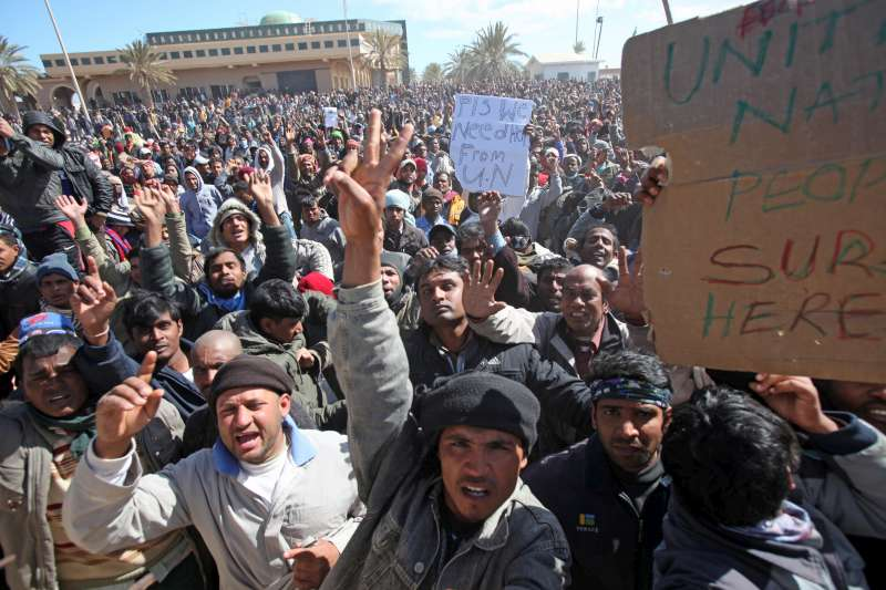 Several thousand people in the no-man's land between Libya and […]