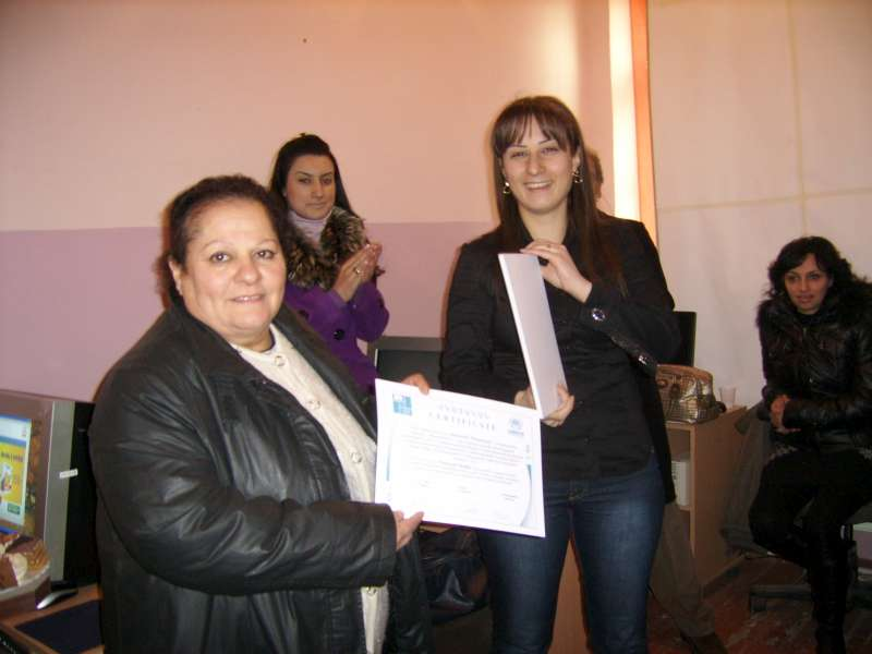 UNHCR - Refugees in Armenia get wired for work