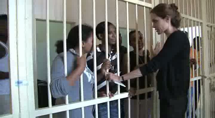 Malta: Angelina Jolie meets asylum seekers