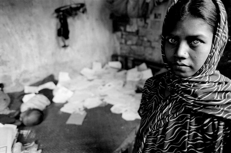 Prior to the resolution of the statelessness situation, the husband of this 20-year-old Bihari woman left her to marry a local in the hope of obtaining Bangladeshi citizenship. The girl is going blind and has no family to help support her and her baby. She makes paper bags for money.