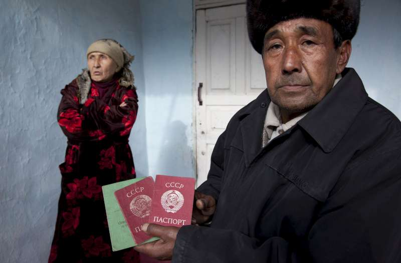 Zairdjan, 59, and his wife, Saliya, 55, live in Osh province, south Kyrgyzstan. They are both stateless and cannot get pensions. Six of their eight grandchildren are also stateless. The entire family works in the fields to put food on the table. Citizenship would help them to break the cycle of poverty and gain access to welfare. They are applying for Kyrgyz citizenship.